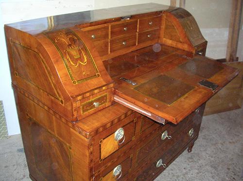 Scrivania a ribalta restauro mobili cortelletti - Restauro mobili antichi tecniche ...